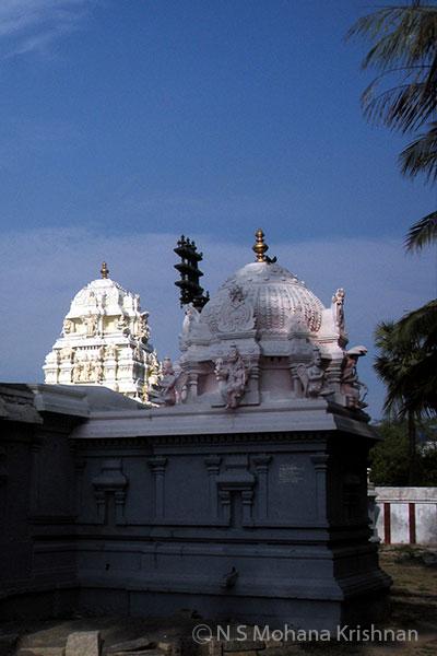 Ooraga-Varadaraja-Perumal-Temple2