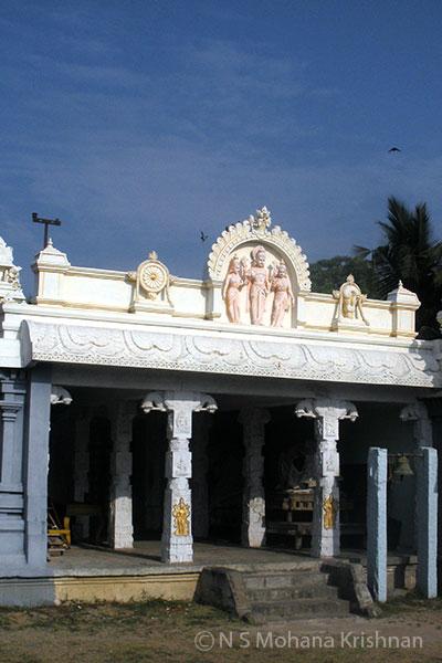 Ooraga-Varadaraja-Perumal-Temple3