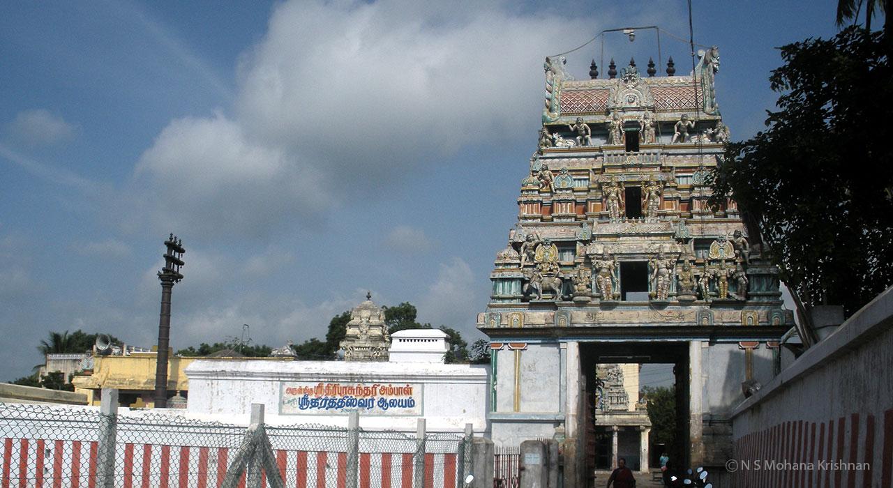 Tiruvallur-Theertheeswarar-Temple